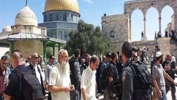 مئات المستوطنين اليهود يقتحمون المسجد الأقصى المبارك